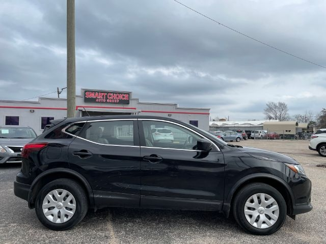 Nissan Rogue Sport 2017 price $2,300