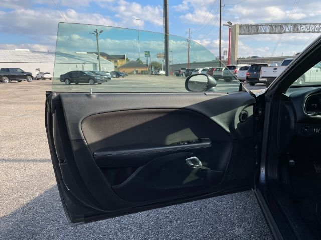 Dodge Challenger 2015 price $2,800