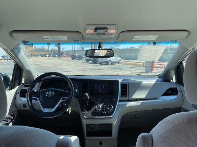 Toyota Sienna 2017 price $4,000