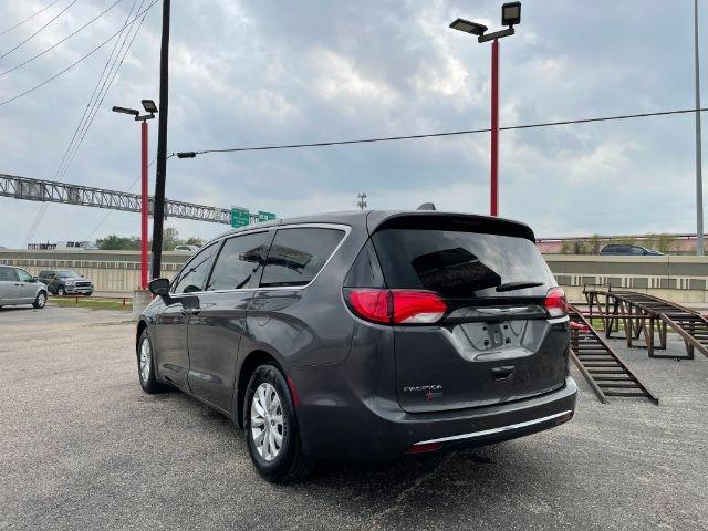 Chrysler Pacifica 2018 price $7,500
