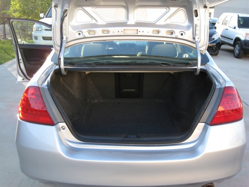 Honda Accord Sdn 2006 price $5,695 Cash