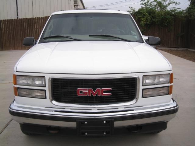 GMC Suburban 1999 price $3,995 Cash