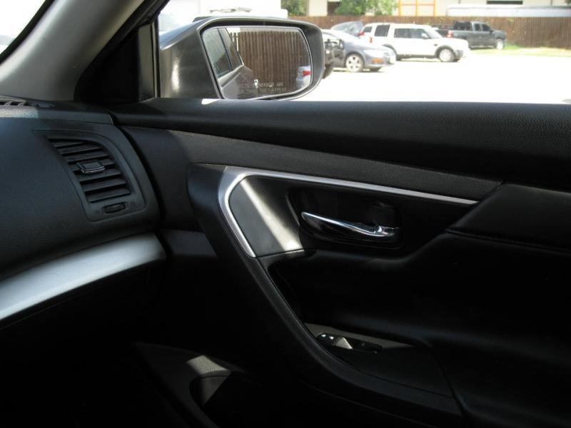 Nissan Altima 2015 price $9,995 Cash