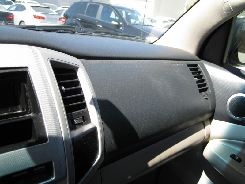 Toyota Tacoma 2005 price $11,995 Cash