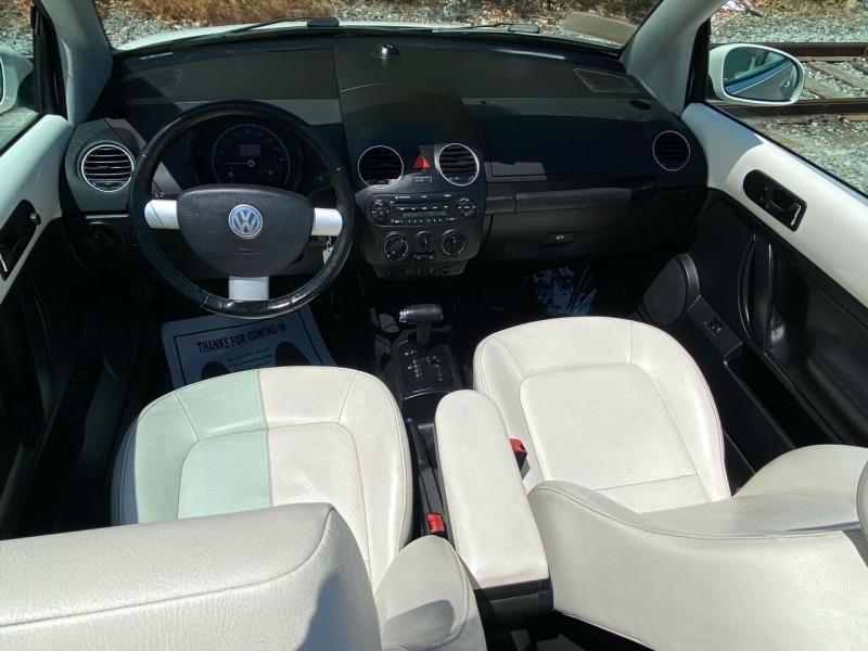 Volkswagen New Beetle Convertible 2007 price $5,995