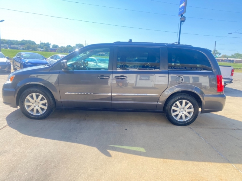 Chrysler Town & Country 2015 price $11,995