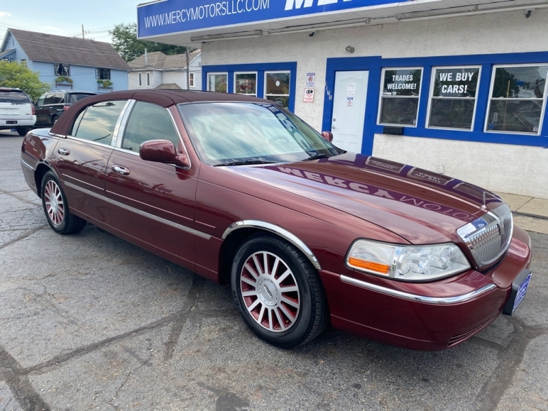 LINCOLN TOWN CAR 2003 price $3,495