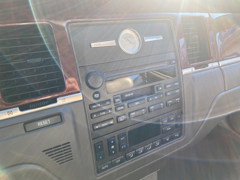 LINCOLN TOWN CAR 2003 price $2,995