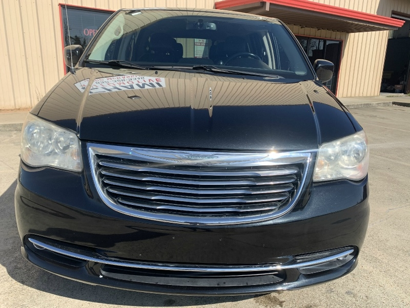 Chrysler Town & Country 2013 price $6,481