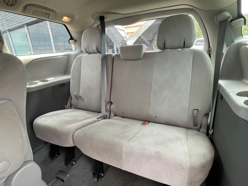 TOYOTA SIENNA 2015 price $15,990