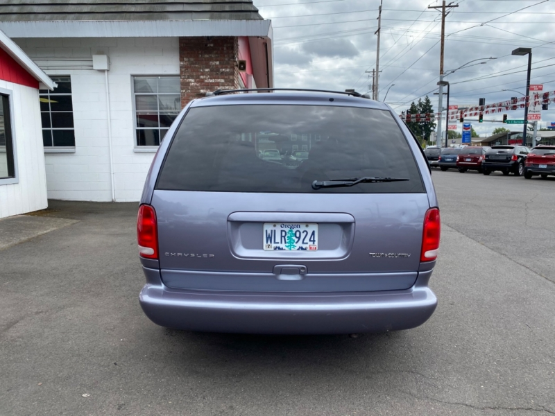 CHRYSLER TOWN & COUNTRY 1998 price $3,985