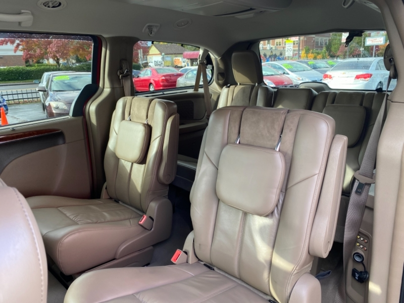 CHRYSLER TOWN & COUNTRY 2011 price $9,995