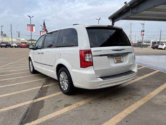 Chrysler Town & Country 2012 price $1,700 Down