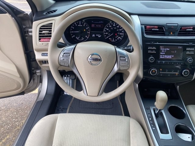 Nissan Altima 2015 price $1,900 Down
