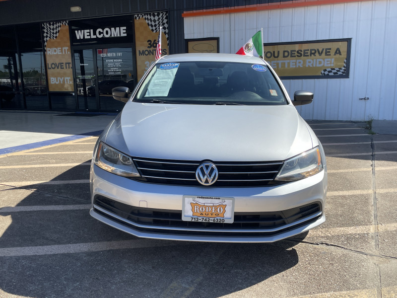 Volkswagen Jetta 2015 price $15,995