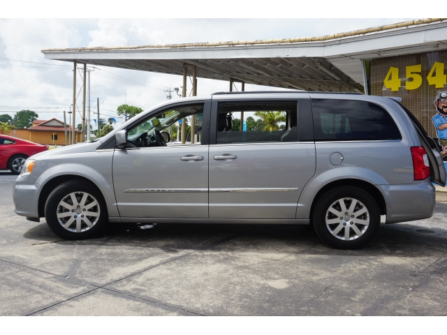 Chrysler Town & Country 2016 price $9,835