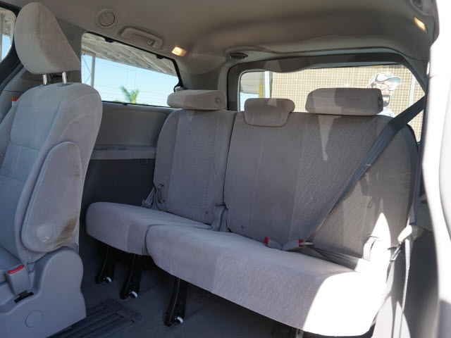 Toyota Sienna 2017 price $18,165