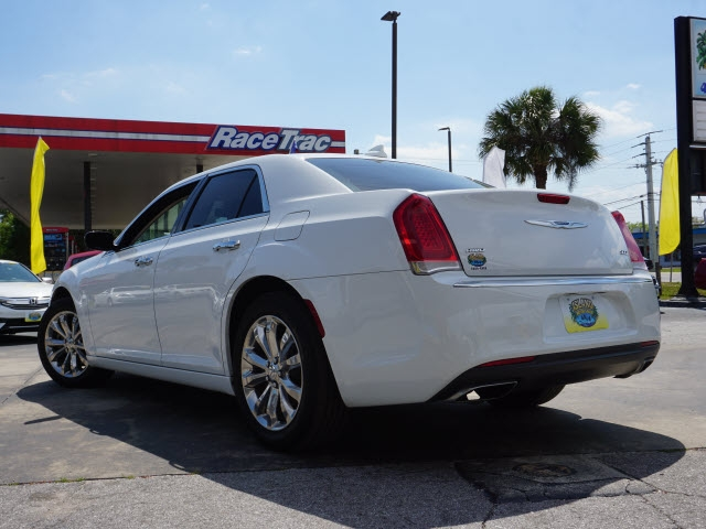 Chrysler 300 2018 price $21,627