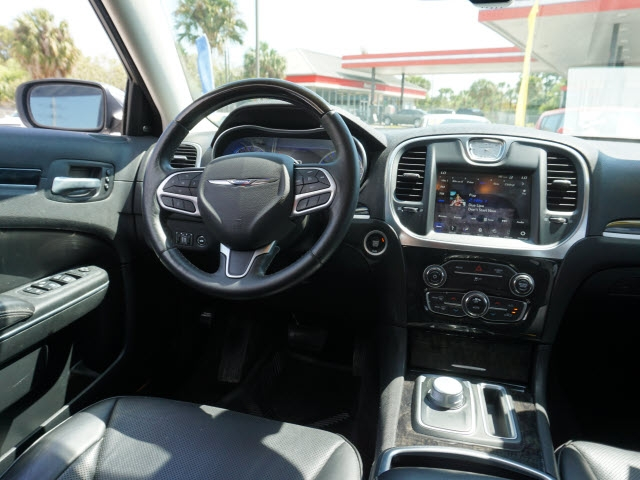 Chrysler 300 2018 price $21,627