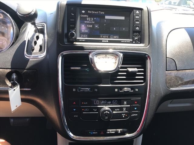 Chrysler Town & Country 2015 price $16,997