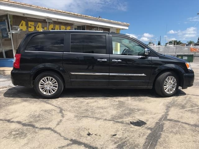 Chrysler Town & Country 2015 price