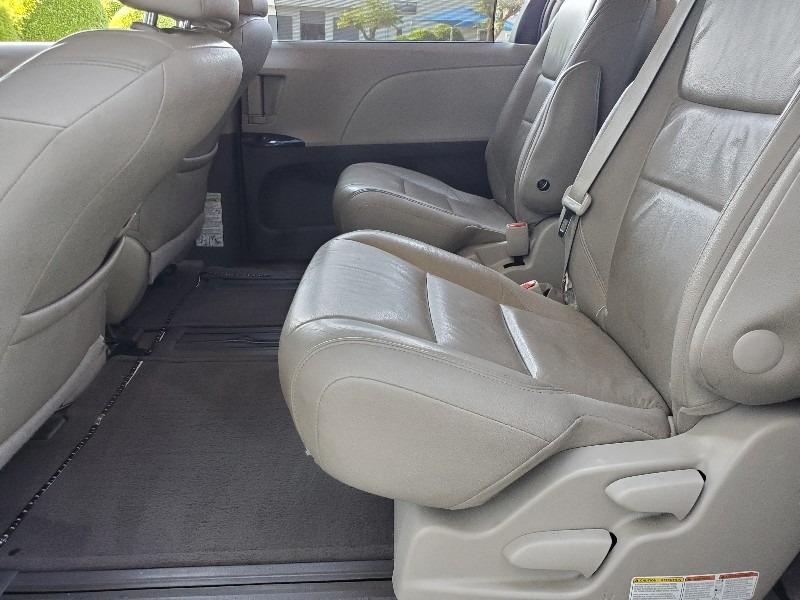 Toyota Sienna 2015 price $14,997