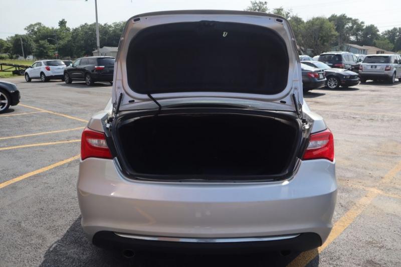 CHRYSLER 200 2011 price $7,295