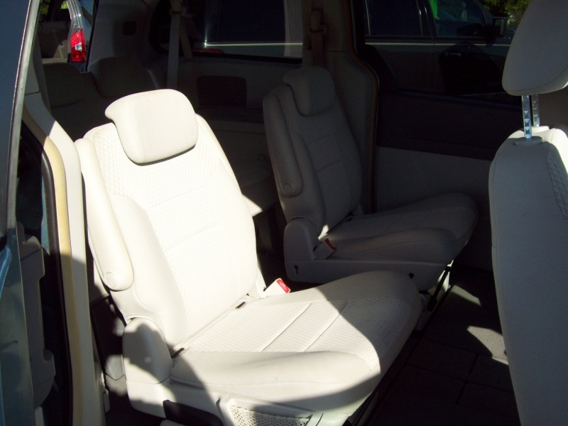CHRYSLER TOWN & COUNTRY 2008 price $5,990