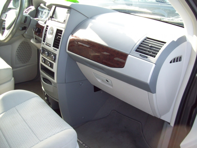 CHRYSLER TOWN & COUNTRY 2010 price $9,990