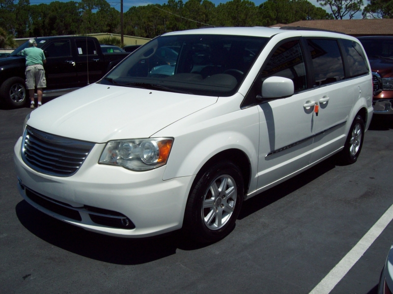 CHRYSLER TOWN & COUNTRY 2012 price $10,990