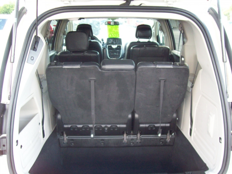 CHRYSLER TOWN & COUNTRY 2013 price $8,990