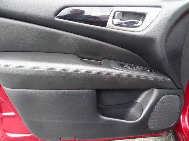 Nissan Pathfinder 2018 price $23,990