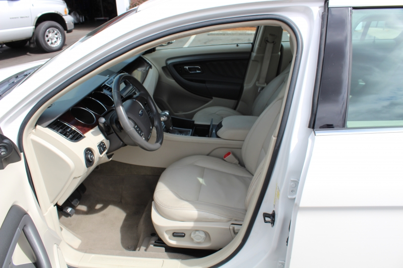 Ford Taurus 2011 price $9,999