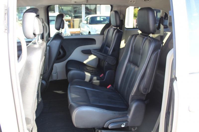 Chrysler Town & Country 2013 price $10,999