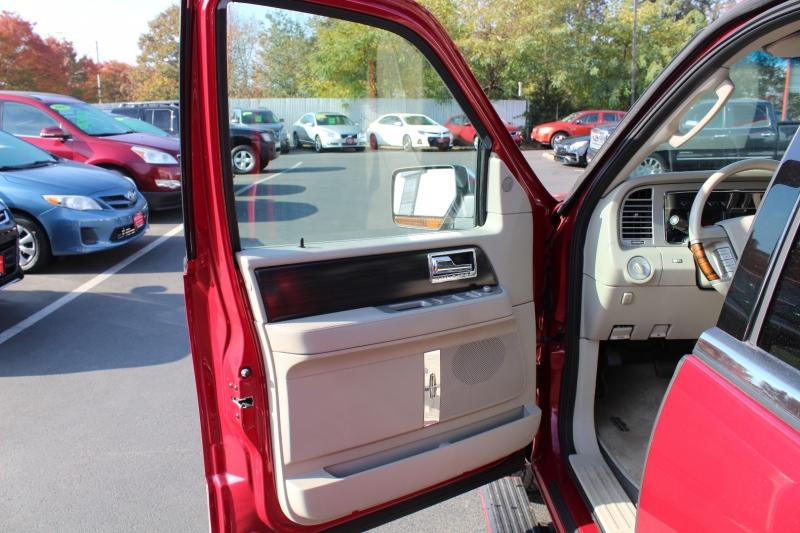 Lincoln Navigator 2007 price $12,999