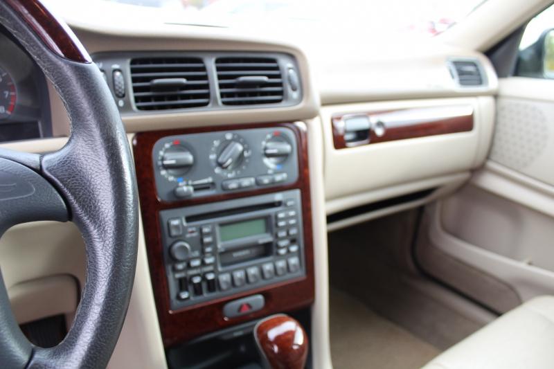 Volvo V70 2000 price $3,999