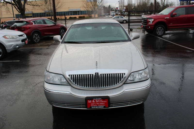 Lincoln Town Car 2008 price $8,999