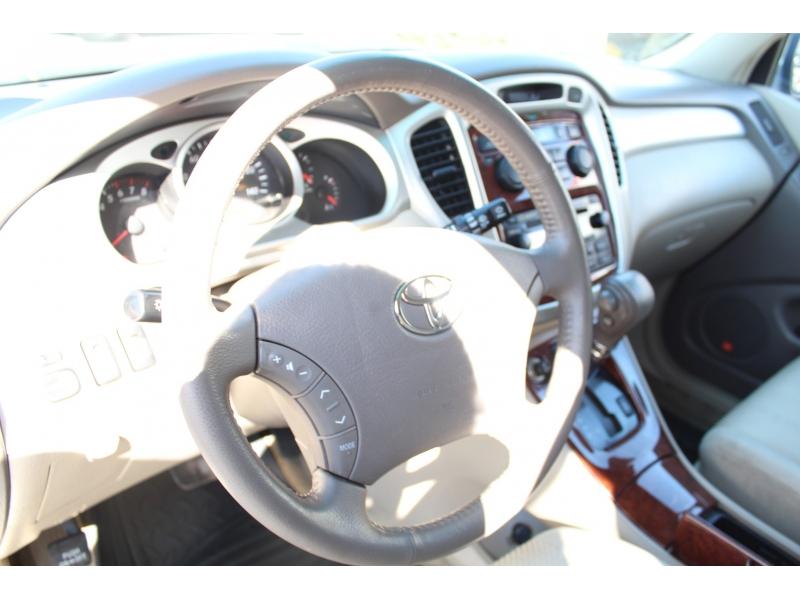 Toyota Highlander 2004 price $8,499