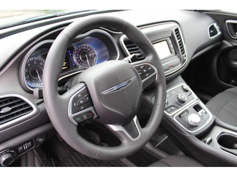 Chrysler 200 2016 price $18,999