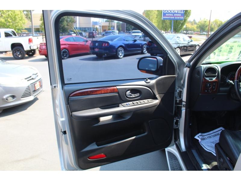 GMC Envoy 2005 price $7,999