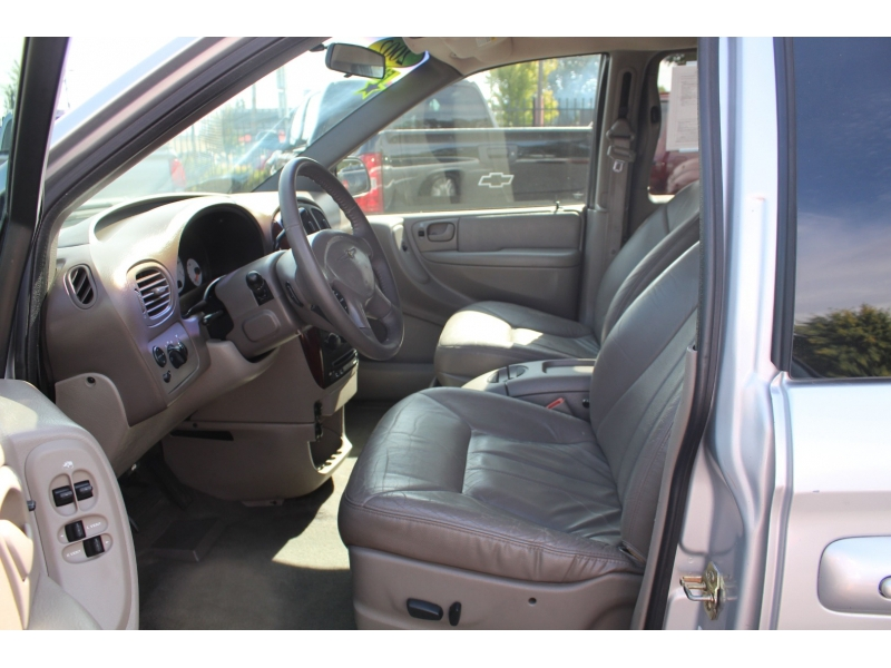 Chrysler Town & Country 2002 price $4,999