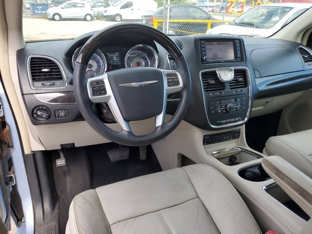 Chrysler Town & Country 2012 price $9,800