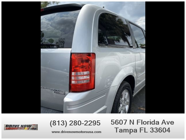 Chrysler Town & Country 2010 price $7,995