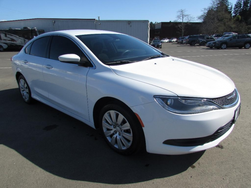 Chrysler 200 2016 price $15,999