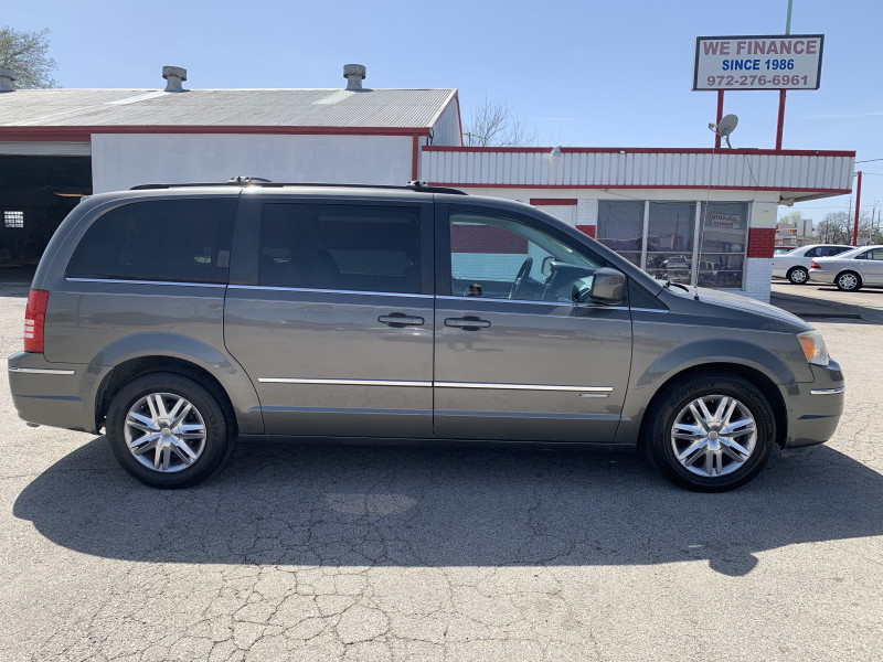 Chrysler Town & Country 2010 price $0