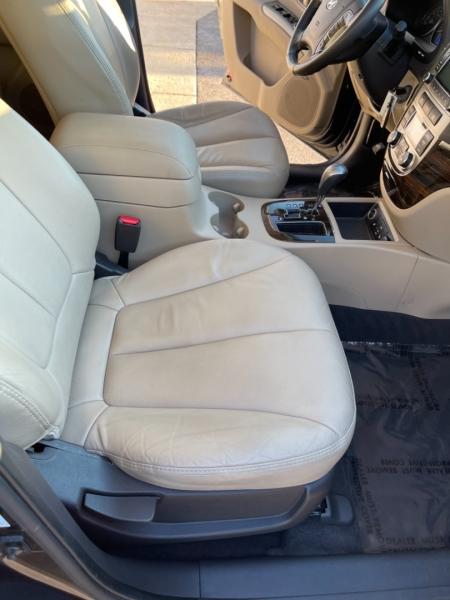 Hyundai Santa Fe 2012 price $8,498
