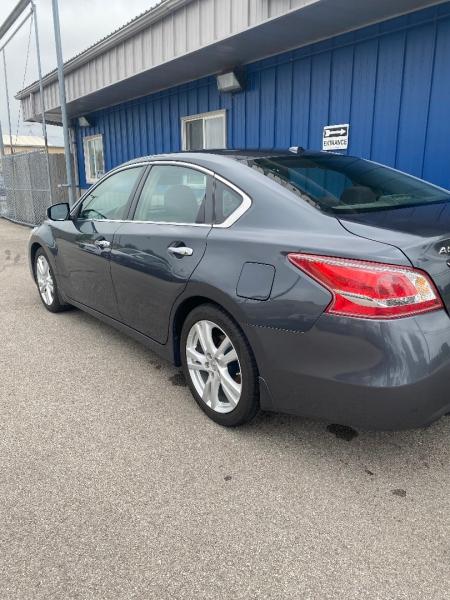 Nissan Altima 2013 price $10,998