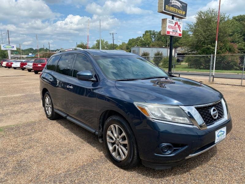 Nissan Pathfinder 2015 price $11,999