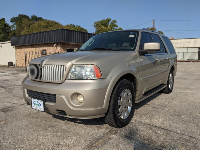 Lincoln Navigator 2004 price $4,999