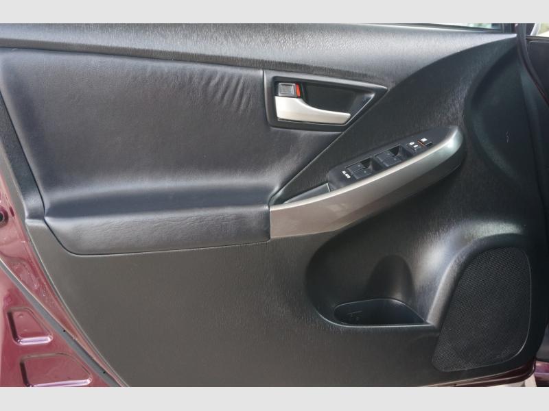 Toyota Prius 2013 price $11,777
